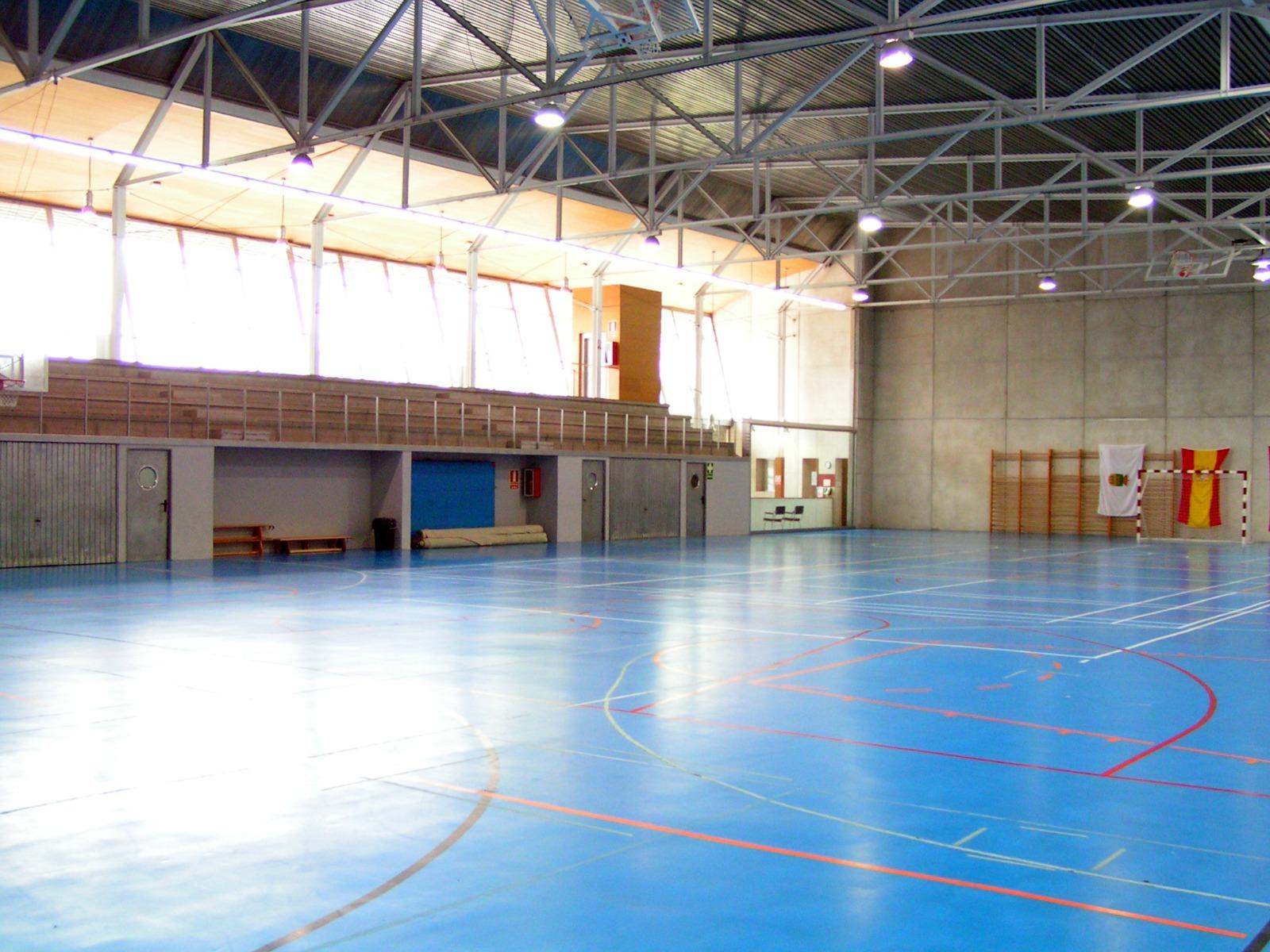 Tras 15 a os de goteras en el polideportivo municipal de - Polideportivo manzanares el real ...